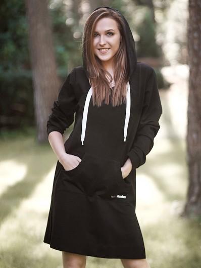 Wygodna, dresowa bluza lub krótka sukienka czarna z kapturem Bee Collection Miriam