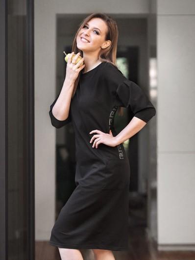 Wygodna a zarazem elegancka czarna sukienka za kolana i ozdobnymi rękawami Bee Collection Estella