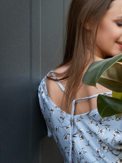 Sukienka maxi asymetryczna z dekoltem na plecach, letnia, przewiewna Bee Collection Vers