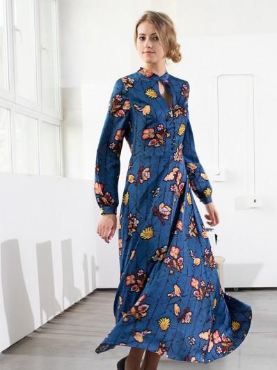 Sukienka kobaltowa z nowoczesnym motywem kwiatów na jesień, trapezowy tuszujący dół Bee Collection Paryżanka