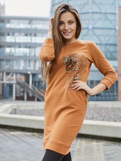 Wygodna sukienka z dzianiny w stylu casual w modnym kolorze cynamonu Bee Collection Tiger