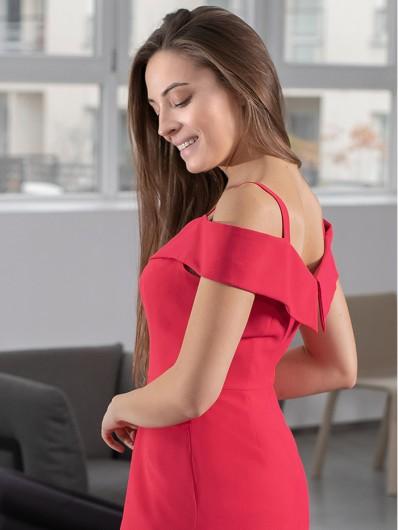 Sukienka eksponująca ramiona, czerwona długa do ziemi, z opadającym rękawkiem, prosta Bee Collection Kasjana