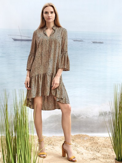 Nowoczesna beżowa sukienka z falbanami, mieszanka minimalizmu i romantyzmu Bee Collection Sahara