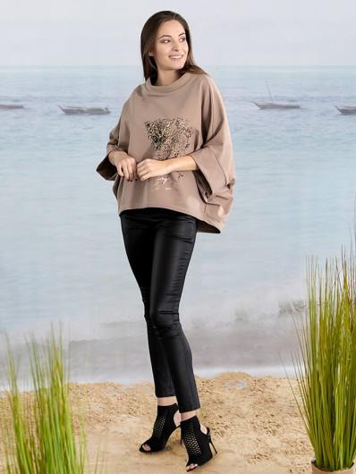 Sportowa elegancka bluza w modnym ciepłym beżu z nadrukiem i stójką Bee Collection Niren