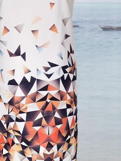 Autorski druk w geometryczny wzór odcieni pomarańczowych na białym tle, do kolan Bee Collection Ilona