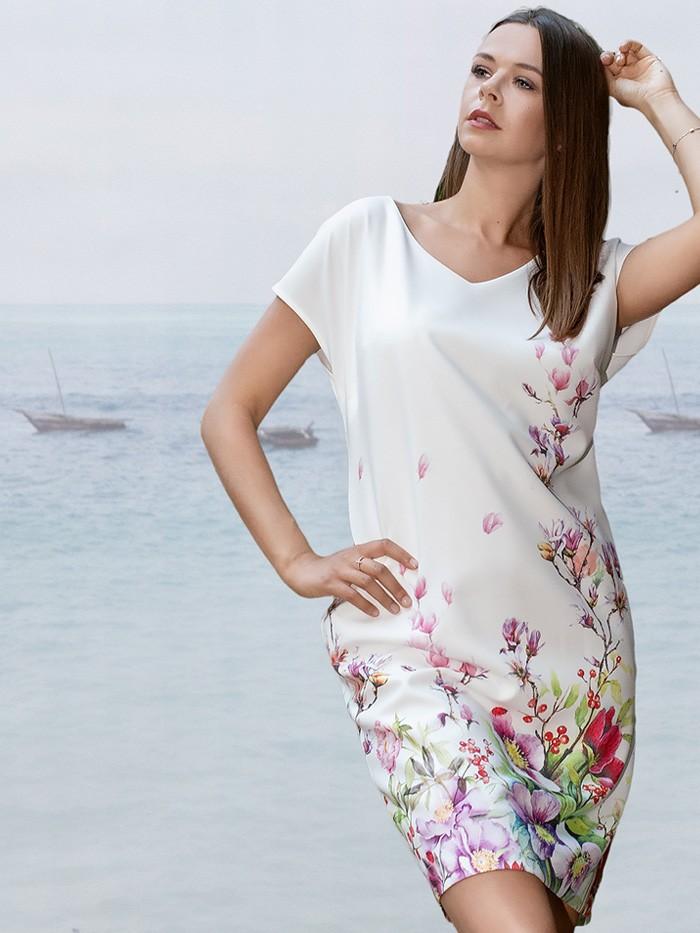 Letnia biała sukienka w autorski, kwiatowy wzór z odkrytym tyłem Bee Collection Kacha