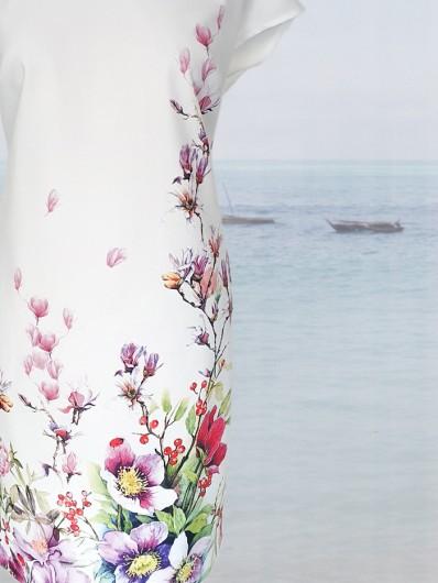 Autorski, oryginalny druk kwiaty na białej sukience z małym rękawkiem Bee Collection Kacha