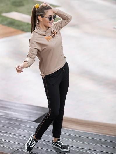Nowoczesna jednocześnie klasyczna bluza z bawełny w beżowo camelowym kolorze, z długim rękawem Bee Collection Muse