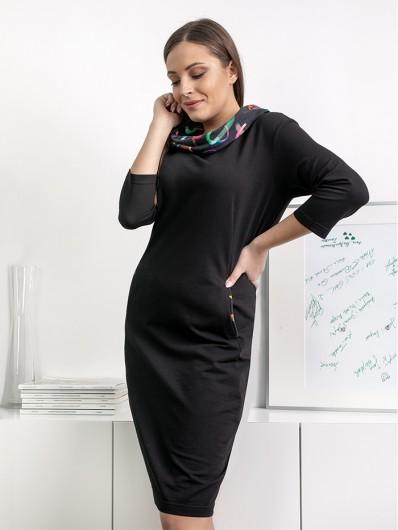 Klasyczna czarna sukienka z kolorowym dużym golfem Bee Collection Marion