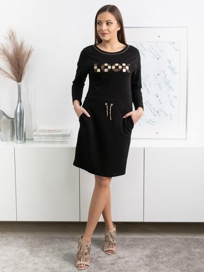 Klasyczna, prosta sukienka w czerni z kieszeniami i z długim rękawem , złoty druk na piersiach Bee Collection Albina