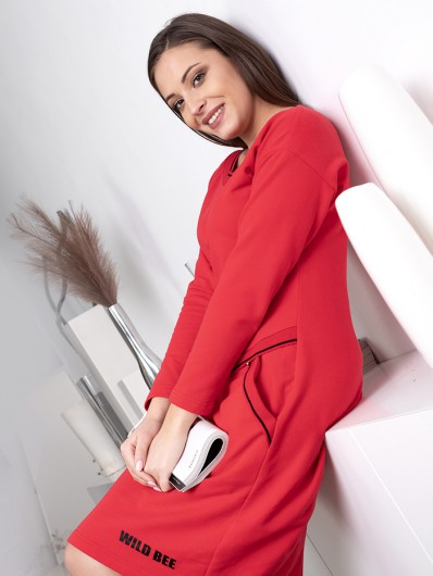 Klasyczna czerwona sukienka w sportowym, modnym stylu z rękawem , do kolan Bee Collection Luda