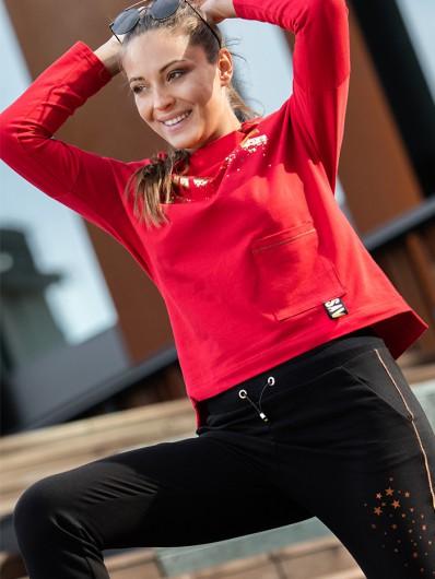 Doskonała czerwona bluza na luźnej stójce doskonała do pracy, na wyjazdy, na pracę w domu Bee Collection Muse