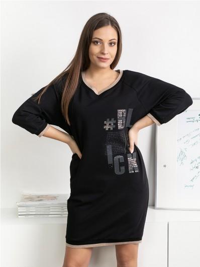 Czarna sukienka reglanowa ze ściągaczami i autorskim nadrukiem w litery, midi Bee Collection Blanka