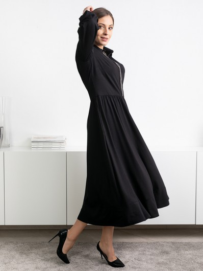 Doskonała, czarna sukienka na spotkania biznesowe, towarzyskie czy przyjęcia, długa, z dżetami Bee Collection Andżela