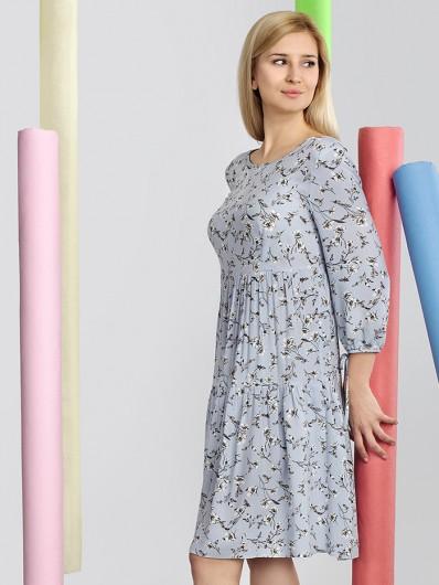 Tuszująca sukienka midi w kwiaty niebieska w stylu boho Bee Collection