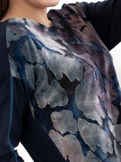 Oryginalny przód z tkaniny devore, sprawi, że sukienka jest zmysłowa i swobodna zarazem, z długim rękawem Bee Collection Oc