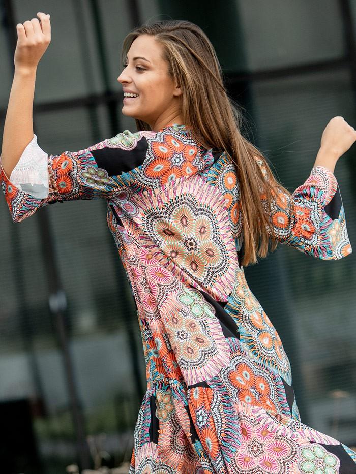 Sukienka wiskozowa, z oryginalnym drukiem w stylu boho, luźna z falbaną Bee Collection Sahara