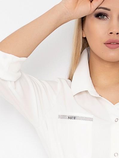 Biała sukienka koszulowa na lato z kołnierzem, z ozdobną srebrną taśmą na kieszeni, wiskozowa Bee Collection Hortess