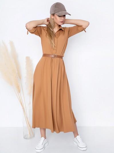 Nietuzinkowy, nowoczesny fason długiej sukienki z dzianiny, camelowa, koszulowa Bee Collection Andżela