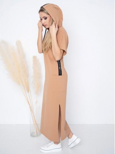Dzianinowa sukienka z kapturem, długa z kieszeniami i w karmelowym kolorze Bee Collection Luxia