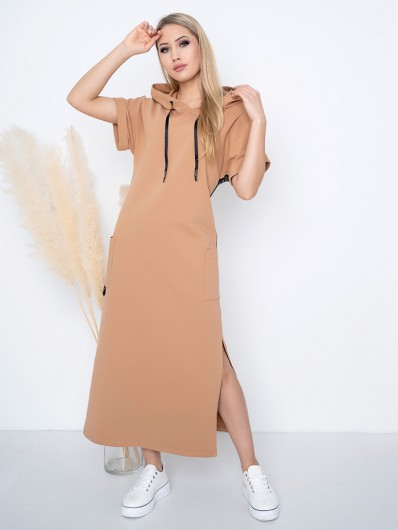Nowoczesna, modna sukienka z dzianiny bawełnianej w karmelowym kolorze z kapturem Bee Collection Luxia