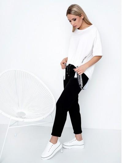Nowoczesny, modny fason białej bluzy, z rękawem 3/4, okrągłym dekoltem Bee Collection Jowisz